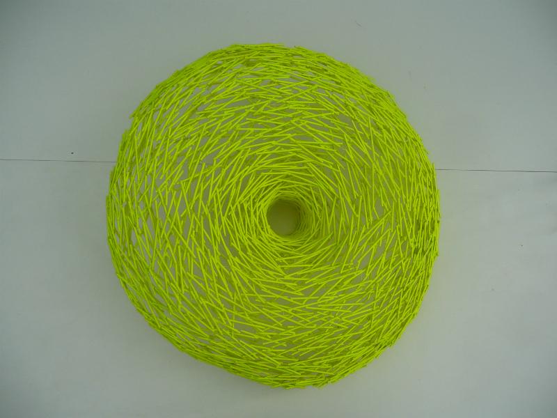 Titel: Fluoriserend, jaar 2014, materiaal: hout, afmeting: H 25 cm B 66 cm